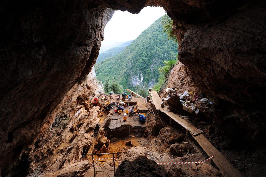 grotta-della-monaca-la-miniera-piu-antica-deuropa-e-in-calabria